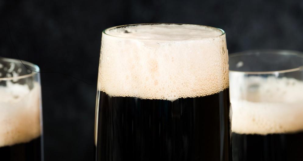 Champagne Cocktail Black Velvet