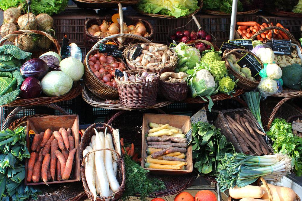 lyon-food-market-stall
