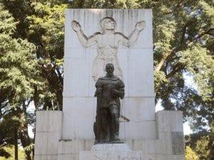 Statue of Pedro de Mendoza