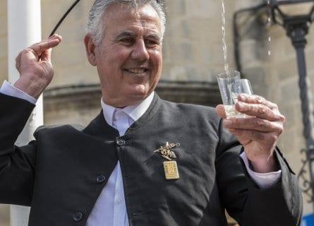 """""""Venenciador"""", pouring sherry"""