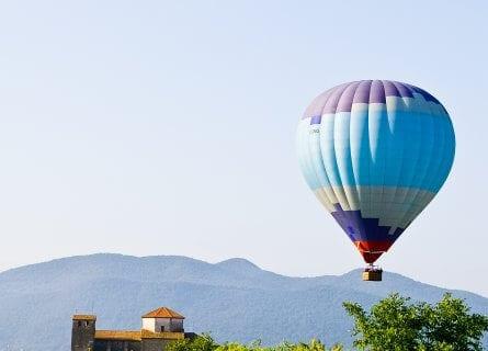 Hot air balloning, Vic