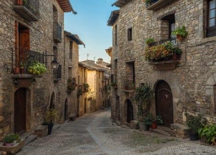 pyrenees - medieval-aínsa