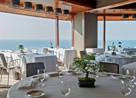 The sea front dining room at Akelarre